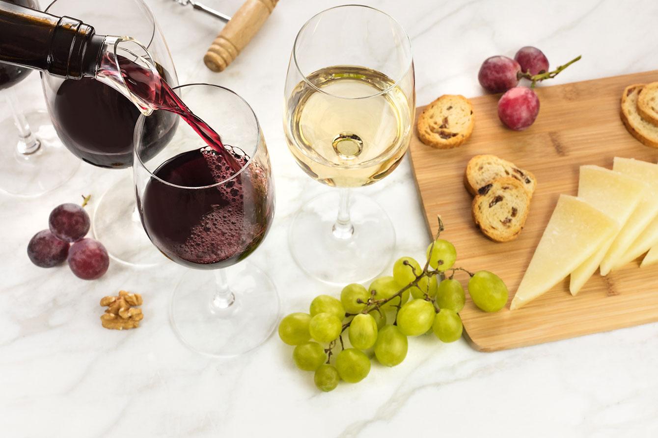 5-lucruri-pe-care-trebuie-sa-le-stii-despre-servirea-vinului-featured-image