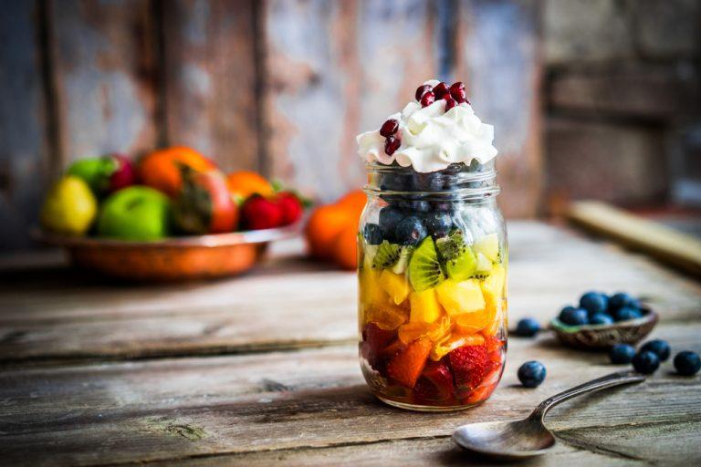 Salata de fructe la borcan