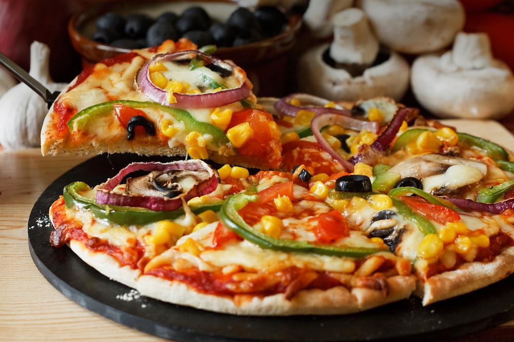 reteta-de-pizza-vegetariana-facuta-in-casa_102239638