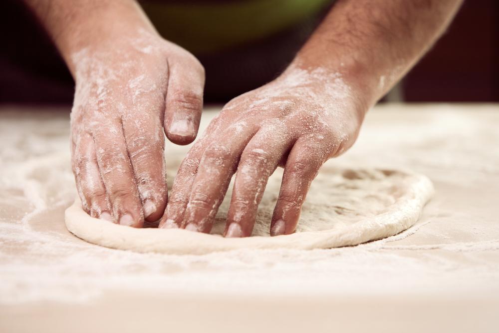 retete-delicioase-de-blat-de-pizza-preparata-in-casa_236505526
