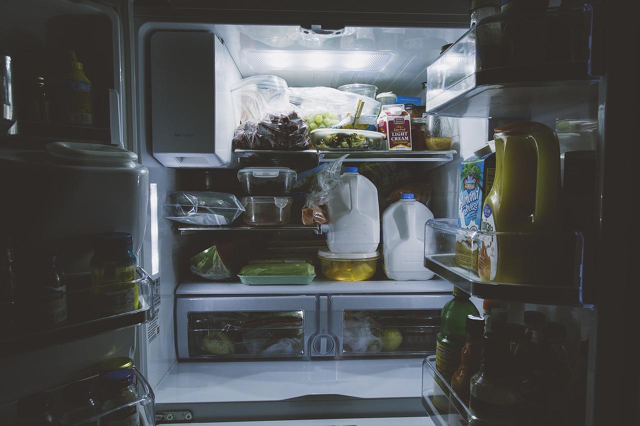 cum-dezgheti-frigiderul-sfaturi