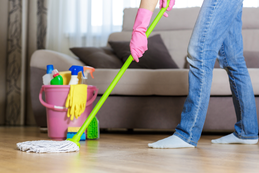 Young,Woman,In,Protective,Pink,Gloves,Using,A,Wet-mop,While