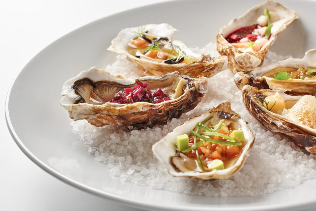Fine,Dinning,Oysters,Plate,In,Modern,Style